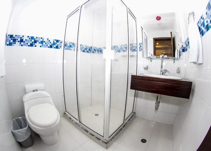 F.-Baños-impecables-con-Agua-Caliente